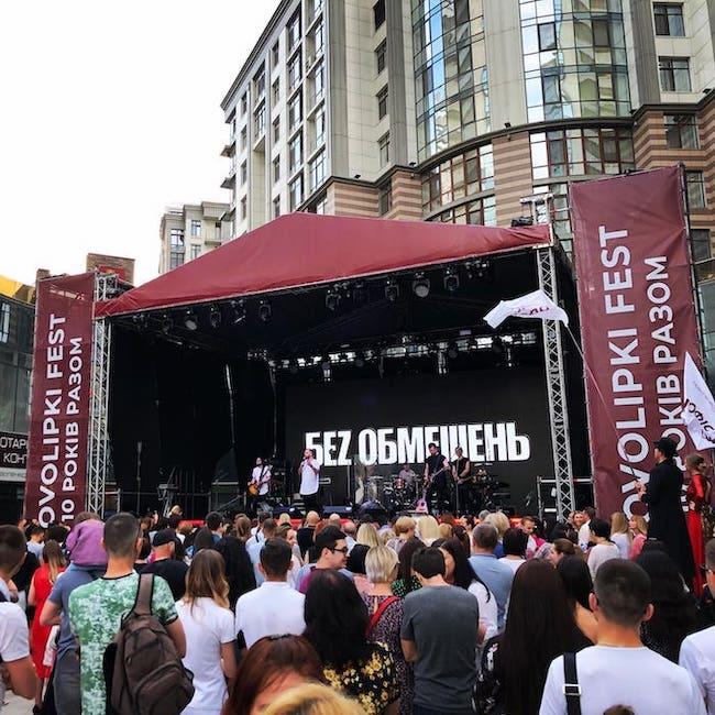 d&b на виступі колективів «Без обмежень» та KAZKA
